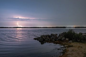 Gewitter über dem Laternenstrand in Zeewolde von Robin van Maanen