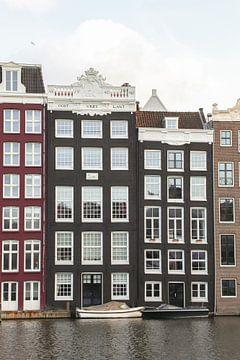 Huizen Aan Het Damrak In  Amsterdam van Henrike Schenk