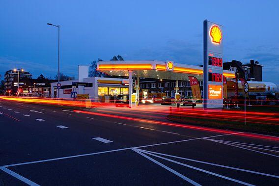 Het Shell tankstation aan de Kardinaal de Jongweg in Utrecht van Donker Utrecht