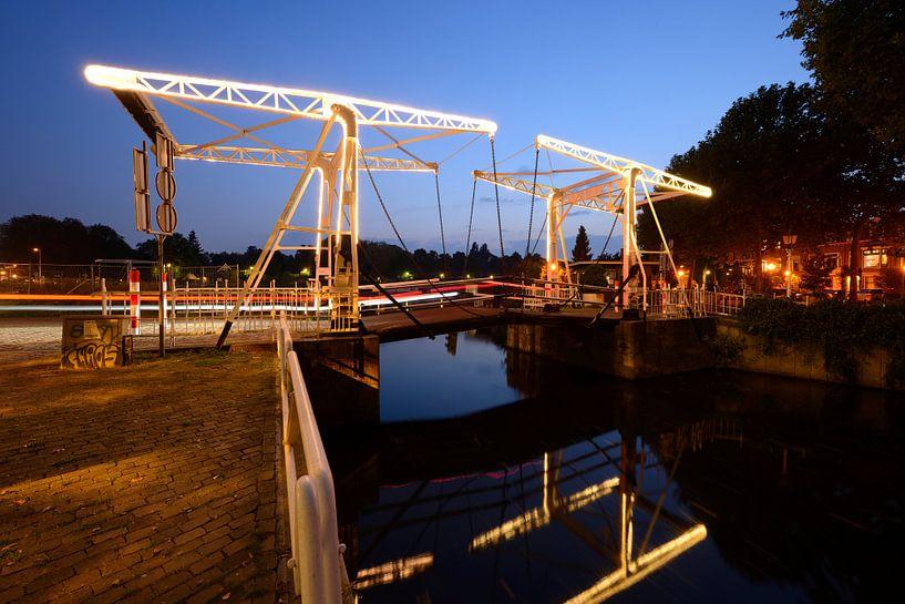 Abel Tasmanbrug over de Leidse Rijn in Utrecht van Donker Utrecht