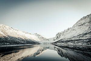 Gryllefjord panoramisch uitzicht tijdens een mooie winterdag