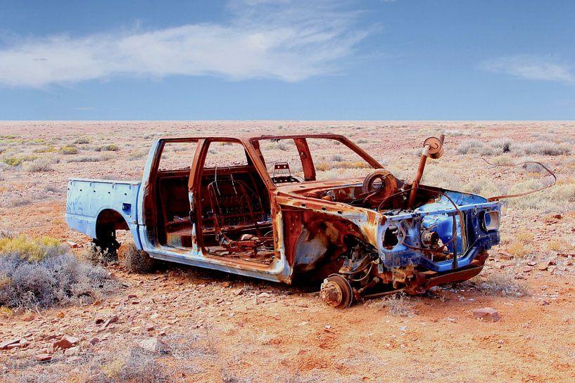Autowrak in Outback van Inge Hogenbijl
