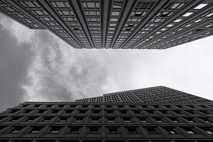 les façades des immeubles de grande hauteur sur Frank Herrmann