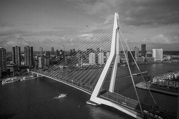 Die Erasmus-Brücke von Edita Boer-Ghukasyan
