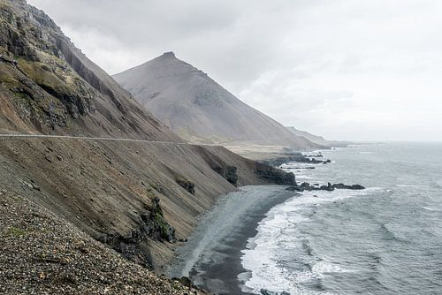 Kust van IJsland met oneindig uitzicht van