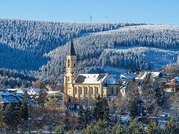 Blick auf die Stadtkirche in Oberwiesenthal Erzgebirge von Animaflora PicsStock