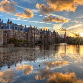 Het Torentje en Binnenhof weerspiegeld in de Hofvijver van Rob Kints