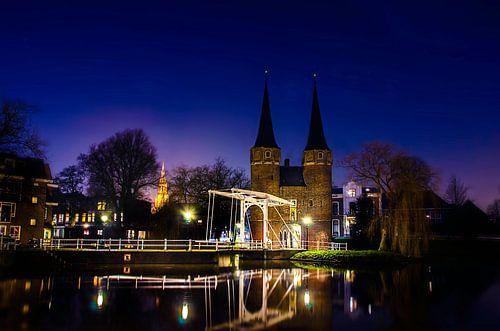 Oostpoortbrug in Delft bij nacht