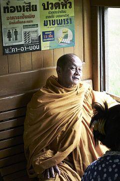 Thaise monnik in de trein van Karel Ham