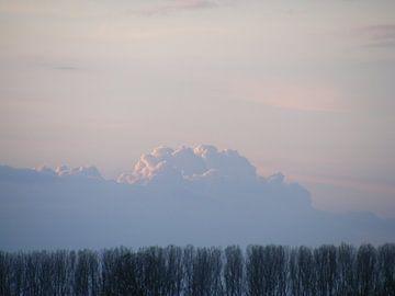 dreigende wolken of bergen?