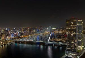 Rotterdam - Skyline - Erasmusbrug van PJS foto
