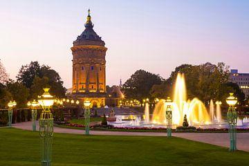 Friedrichsplatz in Mannheim am Abend von Werner Dieterich
