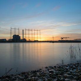 Kraftwerk Nijmegen bei fantastischem Sonnenuntergang von Patrick Verhoef