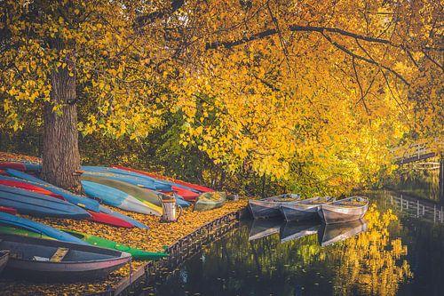 Canoes on the Kromme Rijn, Utrecht Oost van