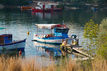 Petit bateau de pêche Grèce sur Peter Schoo