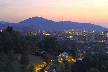 Dämmerung über Freiburg von Patrick Lohmüller