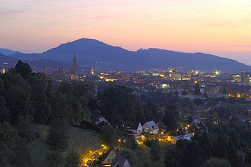 Dämmerung über Freiburg van Patrick Lohmüller