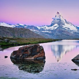 De Matterhorn met weerspiegeling tijdens zonsopkomst in de Alpen van iPics Photography