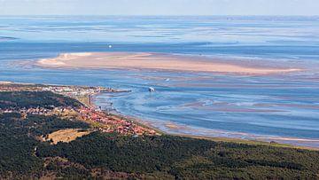 Dorp Oost-Vlieland, vuurtoren en haven van Roel Ovinge