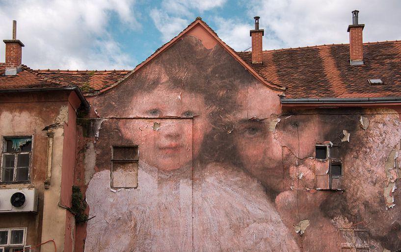 Je vous regarde Peinture murale, Zagreb, Croatie sur Rietje Bulthuis