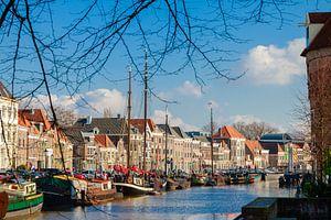 Een blik op de Thorbeckegracht in Zwolle, gezien van het Pelserbrugje van Marc Goldman