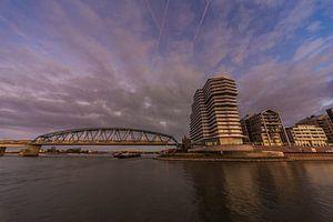 Uitzicht op de Handelskade en spoorbrug, Nijmegen van