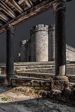 Le château espagnol de Puebla de Sanabria à la frontière avec le Portugal sur Harrie Muis