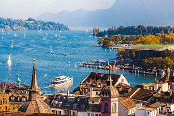 Blick über die Altstadt von Luzern auf den Vierwaldstättersee von Werner Dieterich