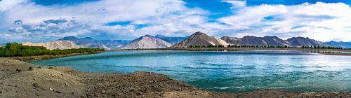Panorama lake Yamdrok, Tibet