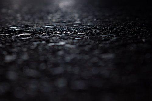 asfalt bij nacht van