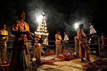 Arti Ceremony  von Tinus Tibbe