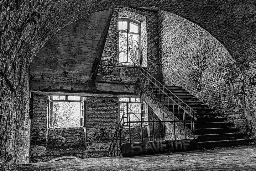 3 Fenster und eine Treppe urbex von Okko Huising - okkofoto