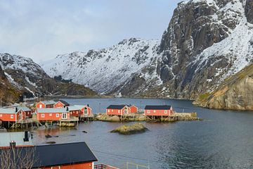 View on Nusfjord village in winter in the Lofoten in Norway sur Sjoerd van der Wal