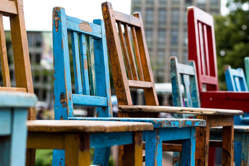 Gekleurde stoelen van Franziska Pfeiffer