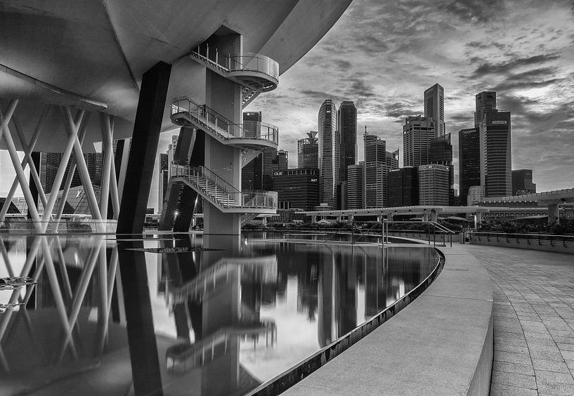 Skyline Singapore reflections van Ilya Korzelius