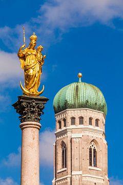 Mariensäule und die Frauenkirche in München von Werner Dieterich