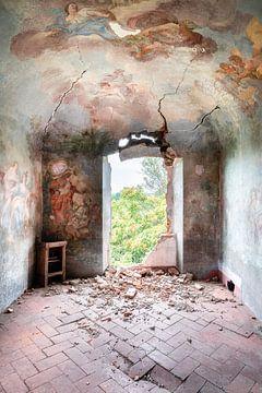 Gemälde auf Verfallen Wand. von Roman Robroek