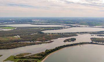 Luchtfoto van de spaarbekkens in de Brabantse Biesbosch van