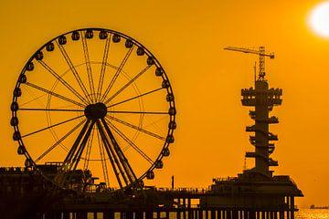 Pier van Scheveningen in silhouet van Fred Leeflang