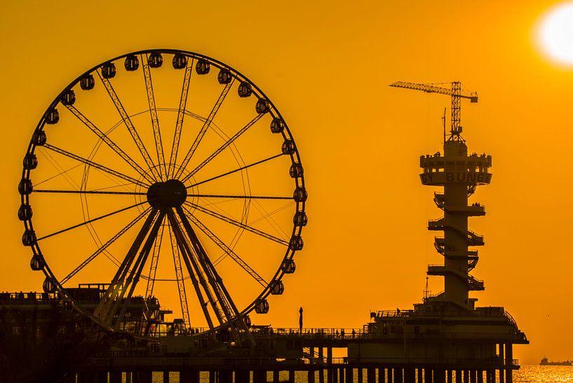 Pier van Scheveningen in der Silhouette von Fred Leeflang