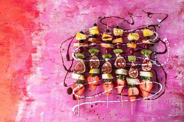 SF 12453617 Brochettes de fruits avec sauce au chocolat et crème de coco sur BeeldigBeeld Food & Lifestyle