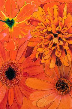 Mixed media met verschillende bloemen in oranje. van Therese Brals