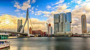 Erasmusbrug Avond vanaf de Willemskade dag van Michael van der Burg