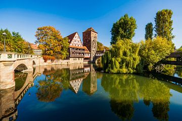 Weinstadel en watertoren in de oude binnenstad van Neurenberg van Werner Dieterich