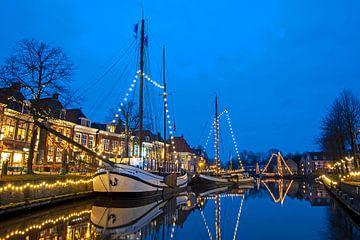 Weihnachten im Hafen von Dokkum in den Niederlanden bei Sonnenuntergang von Nisangha Masselink