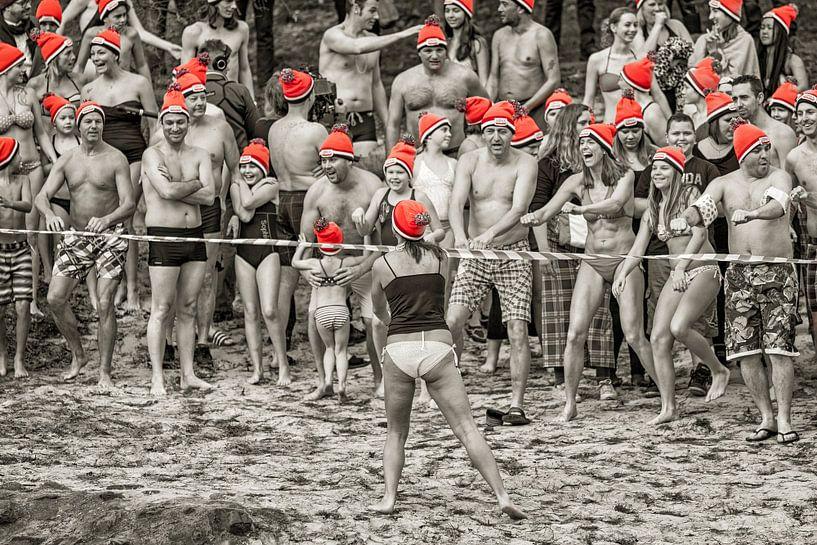 Warming up voor de nieuwjaarsduik in Brunssum 2016 van John Kreukniet