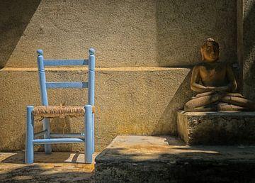 Nature morte avec chaise et Bouddha sur Pascal Raymond Dorland