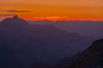 Zonsopkomst boven de Grand Canyon, Noord Amerika van Rietje Bulthuis