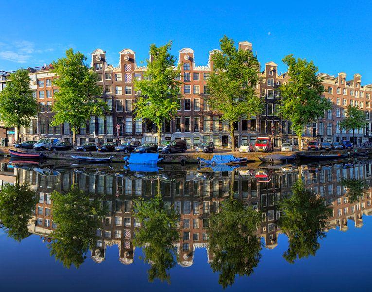Keizersgracht reflectie in blauw van Dennis van de Water