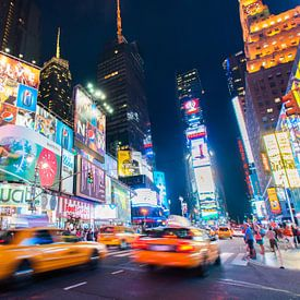 Yellow cab on Times Square sur Laura Vink